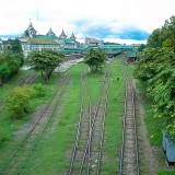 線路には草が@ミャンマーヤンゴン中央駅