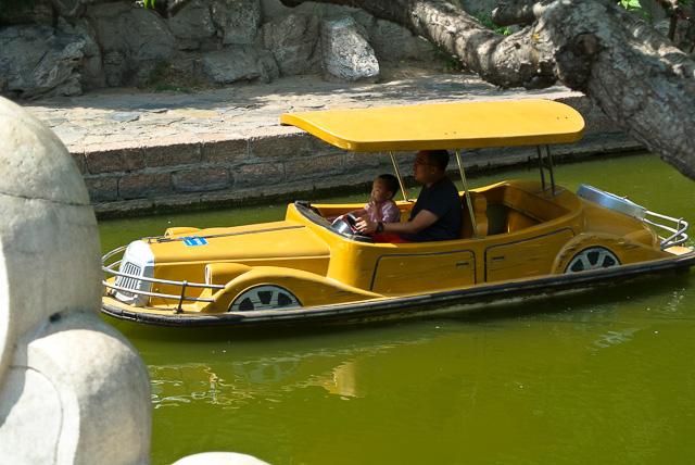 電動ボートでクルーズ?@北京団結湖公園