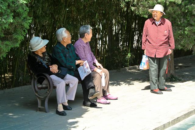 団結湖公園で過ごすお年寄りたち@北京