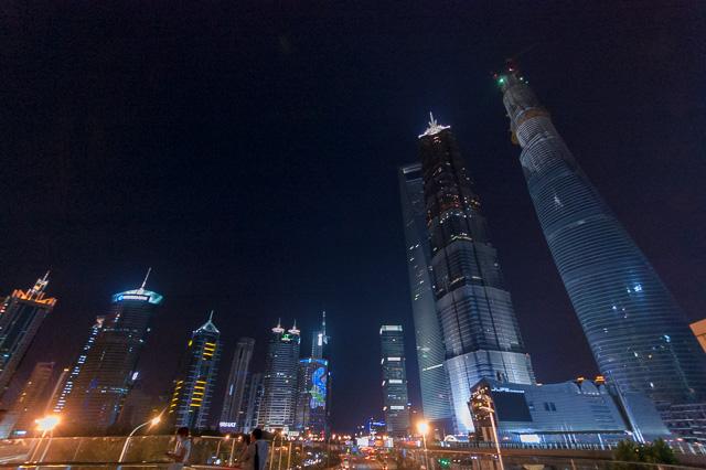 面子にかけて上海環球金融中心を追い越すあるヨ