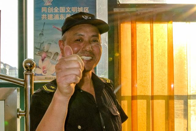 バスターミナルのおじさん@上海川沙