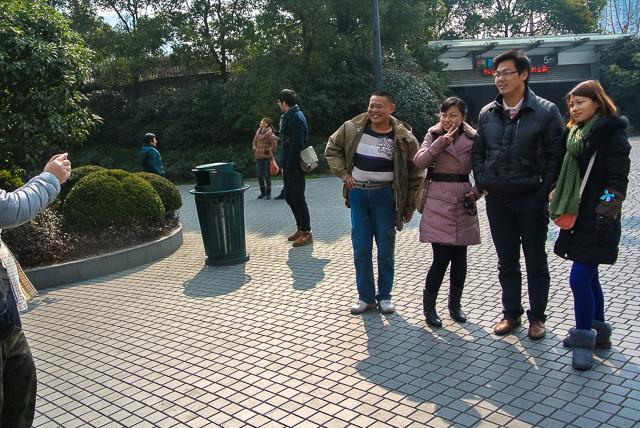 記念写真撮影を頼まれた@上海人民広場