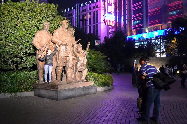 登っていいのか@上海人民広場