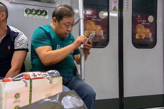 慣れないスマホも@上海地下鉄
