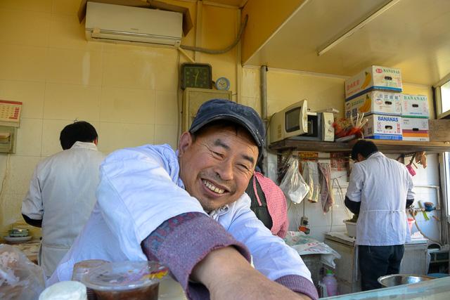 名勝酒店の傍のお餅屋さん@北京