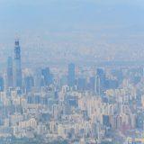 航空機の窓から見えた北京の国貿地区